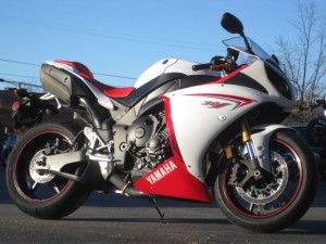 2009 Yamaha YZF-R1 at $2900