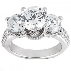 iBraggiotti engagement ring in three stone diamond