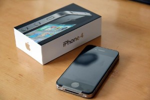 Apple iPhone 4 32GB Unlocked (Nooit Lock)
